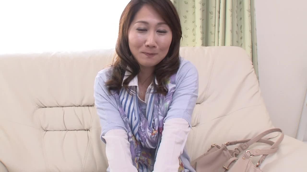 【蓮田いく美/35歳】四十路の笑顔が素敵な人妻が旦那を裏切って初撮りAVデビューするドキュメント企画