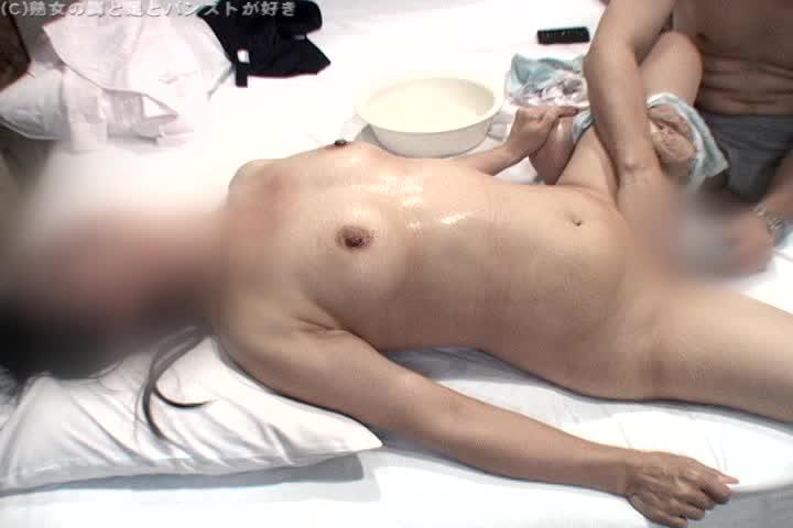 熟女動画。個人撮影 50歳(真央)スケベな五十路完熟女のパンストを脱...